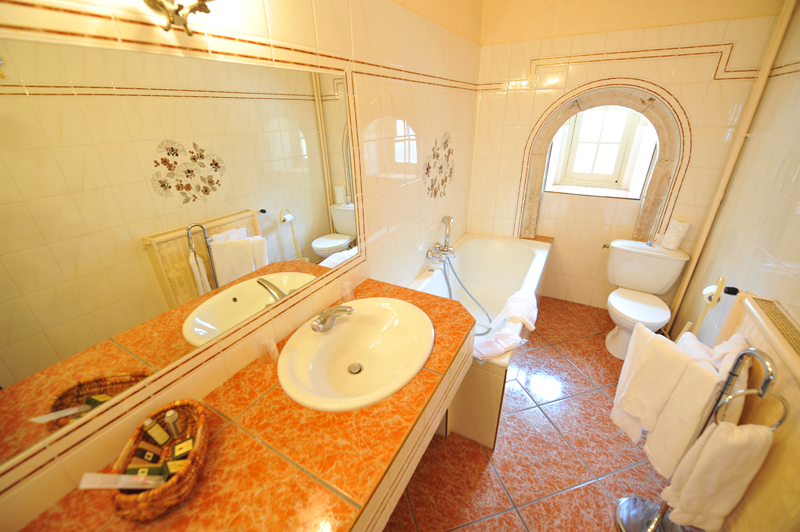 https://www.manoir-montesquiou.com/wp-content/uploads/2015/06/hotel-restaurant-manoir-de-montesquiou-la-malene-gorges-du-tarn-lozere-3.jpg